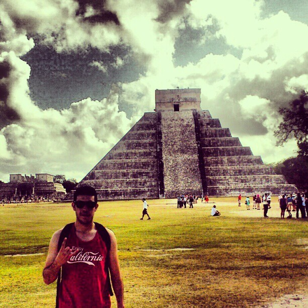 #Chichenitzá #Castillo #Piramide #Castle #Yucatan #Mexico #Mayas #instamexico #coolpic #awesome  (at Chichen Itzá)