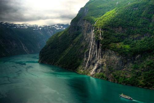 world-widee:  Seven Sisters Waterfall, Norway ♥
