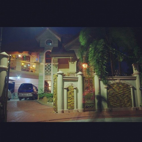 "Home is where my heart is <3 missin my home and mi familia :""> haaaaiiiiiiiii."