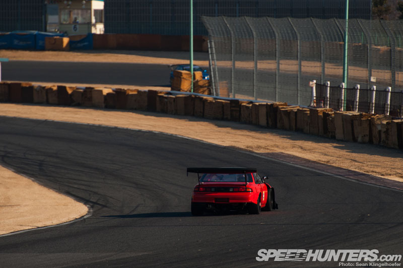 hakosukajapan:  hondacivicef9:  Time Attack   that wiiiiiing… hnnnnnng
