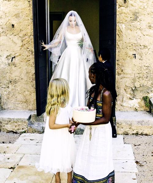 Jolie-pitt wedding cakes