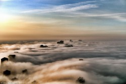 living-planet:  Foggy Chicago Morning from the 69th Floor [7 Pictures]