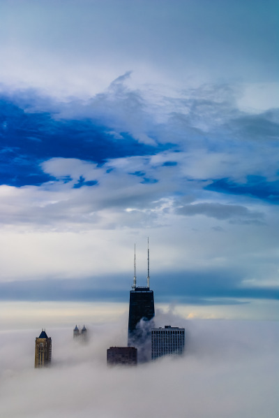 irresistiblecatch:  its-salah:  Chicago Fog By peteskiphoto  (Old) Home.