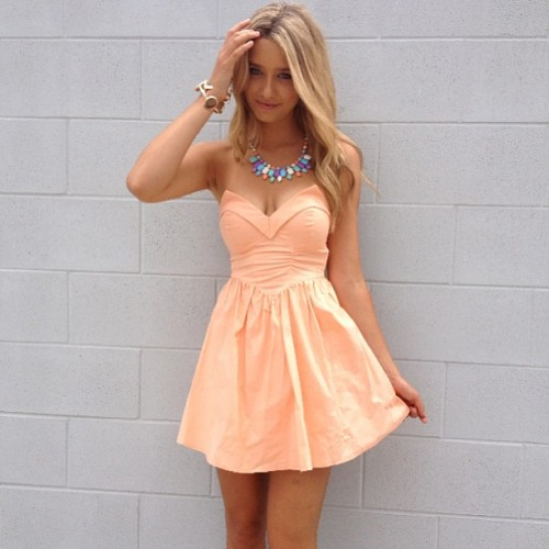 latenightsummers:  love that dress!