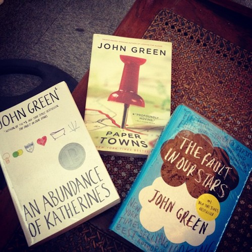 Thanks @dlsapnit :))) Babasahin ko to :))) #johngreen #papertowns #thefaultinourstars #an abundanceofkatherines