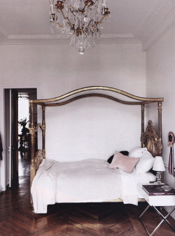 (via {this is glamorous} : adventures in love, design, fashion, home decor, food and travel: {décor inspiration : in the bedroom})