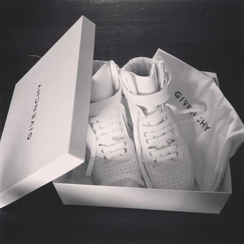 opulen-ce:  phauux:  Givenchy  want