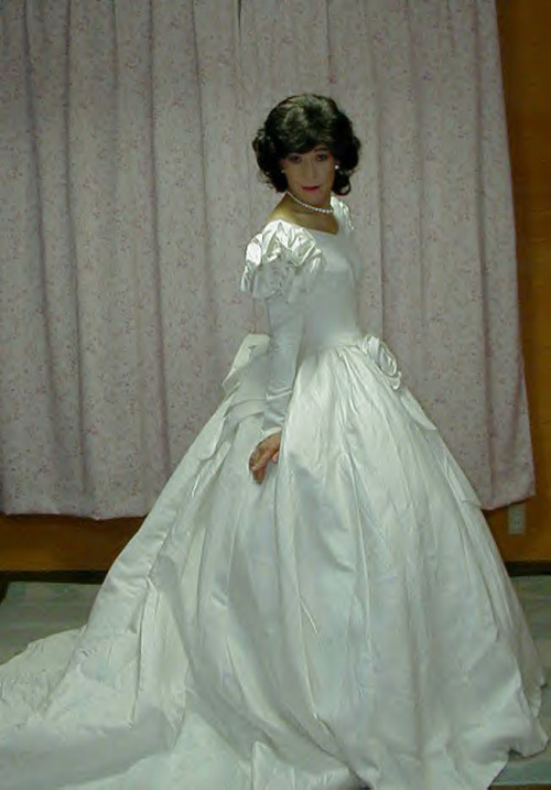 Here&#8217s some more pictures of Japanese bridal crossdresser Kazumi.