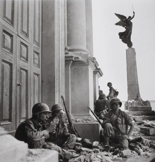 diemaschinemensch:  WW2  Sicily 1943 by Robert Capa