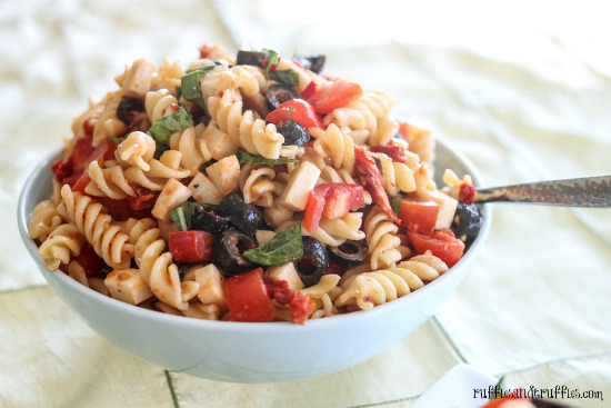 foodfuckery:  Tomato, Basil, and Mozzarella Pasta Salad Recipe  THE BEST