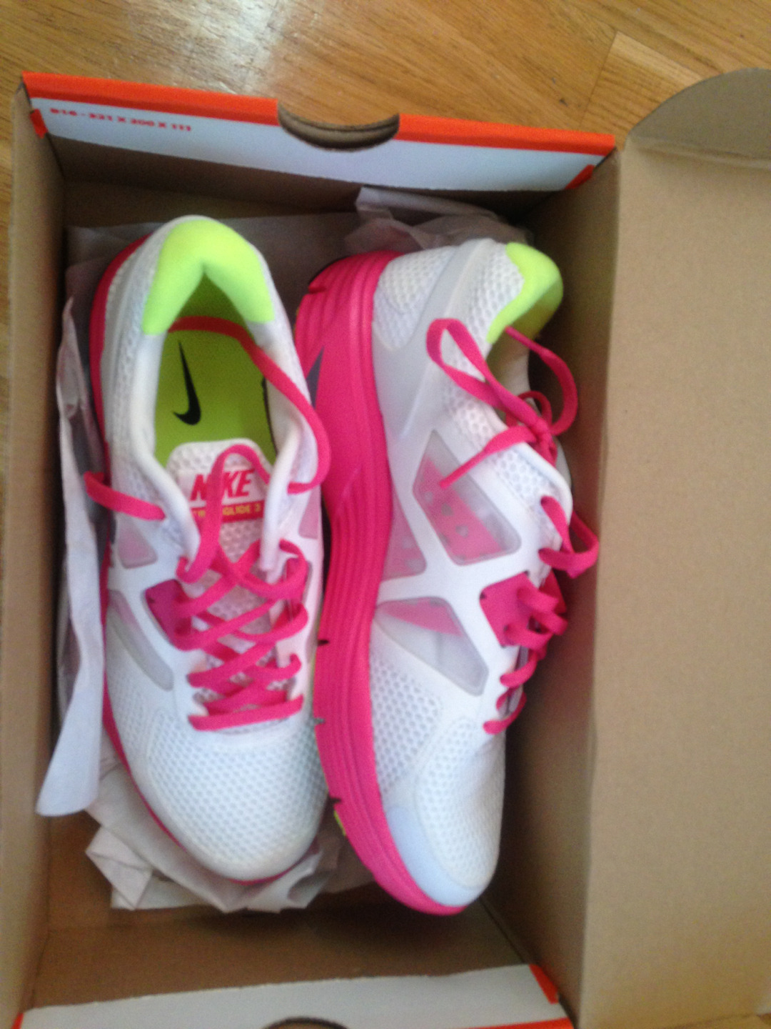 fitsportgirl:  My new pair of nike shoes!!!! I'm soooo excited about them, i absolutely love them