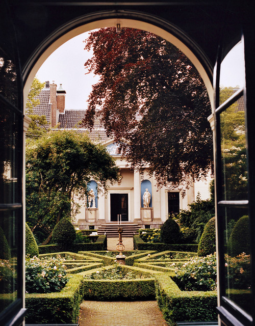 wanderlusteurope:  The garden at the Museum Van Loon, Amsterdam