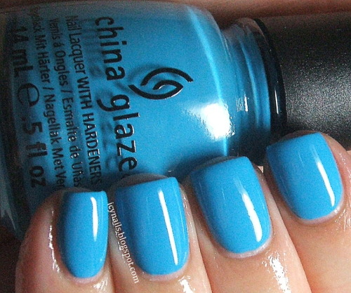 China Glaze Sunday Fun Day. Please click through for my review. #nailpolish #chinaglaze #bblogcoalition #bbloggers