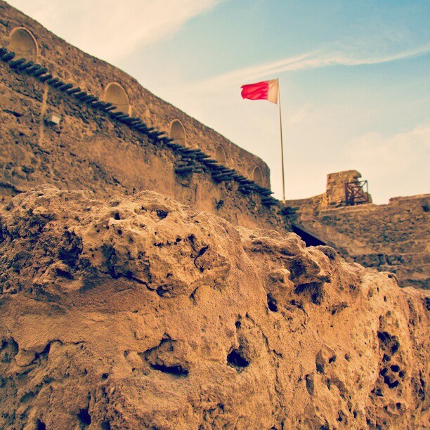 abdullahraslan:  Arad fort in Bahrain. #bahrain #fort #clag #magicalarabia #love #TagsForLikes #TFLers #tweegram #photooftheday #instamood #tbt #igers #picoftheday #instadaily #instagramhub #beautiful #instagood #bestoftheday #jj #follow #webstagram