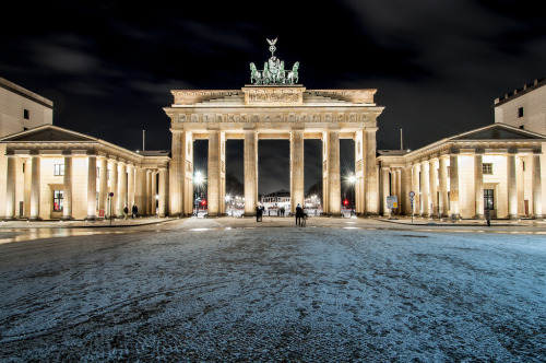 Brandenburger Tor - Berlin, Germany by Jan Prax