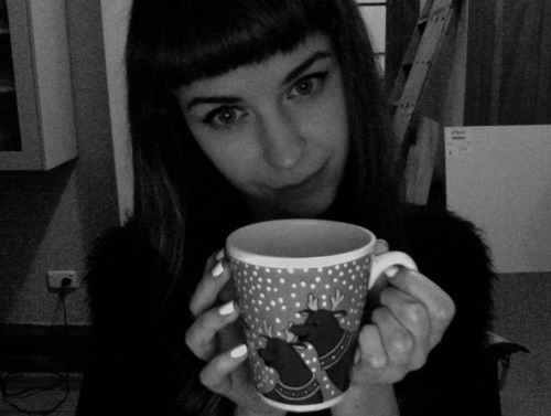Feeling festive with my reindeer mug! I got bored and cut my fringe today op