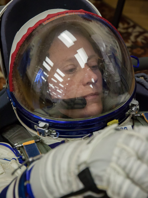 fuckyeahfemaleastronauts:  Karen Nyberg in her suit in which she will launch in a week. (x)