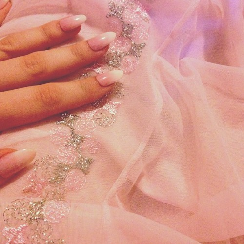 60s nightgown and the most perfect @pinkysnails. Frothy strawberry ice cream lyfe. 🌸💝🍧🌺🌷👄💅