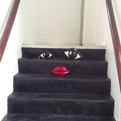 Your face or mine? #luluguinness #clutch #bags #stairs