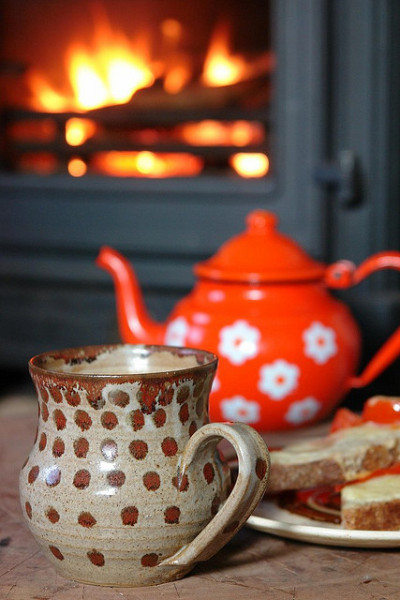 thaxted:  dreamsofsomewhereelse:  Tea & toast by the fire by H is for Home on Flickr.  Some cozy tea imagery with a beautiful ceramic mug to get this week kicked off properly.