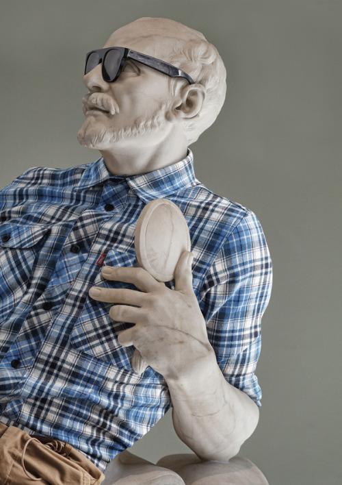 asylum-art:  AlexisPersaniputs clothesonthe sculptures of themuseum