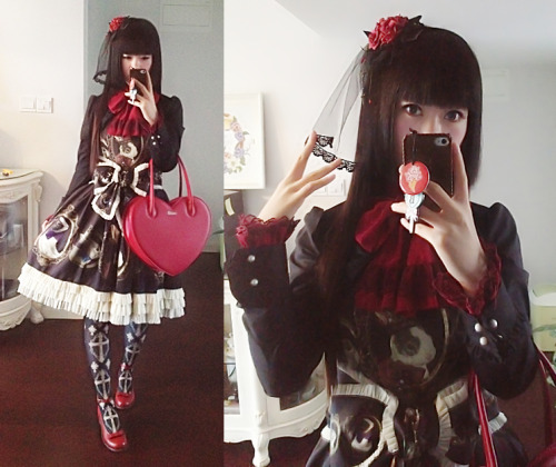 lilythdark:  Today's outfit for my graduation photos. JeJ's rabbit again.:3 This time, I tried some gothic elements, but still seems lacked something… I'm not good at gothic coordinate.QAQ