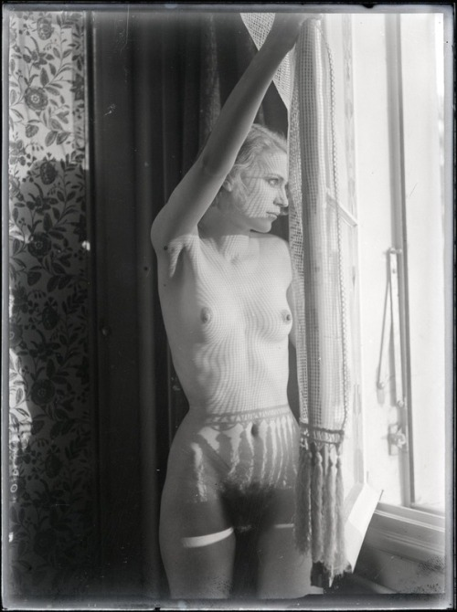 secretmuseum:  gacougnol:     Man ray   Lee Miller c. 1930     I love how the shadows from the curtain and window look like shorts and stockings on her body.