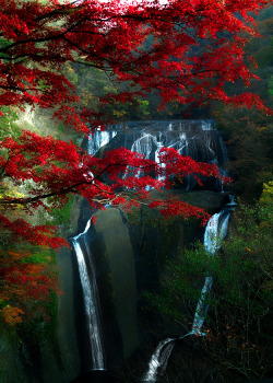 ethertune:  Fukuroda Falls (By Shiruchi)