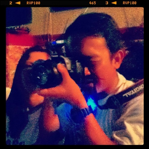 Patuts, photographer of the night. Uploads mo iintayin namin. #highschool #reunion #batch2001  (at Beherman's Diner)