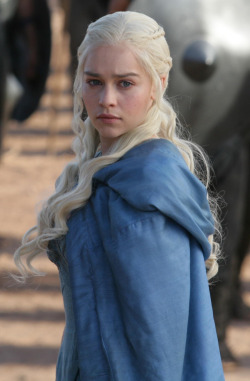Emilia Clarke as Daenerys Targaryen (GoT - season 3)