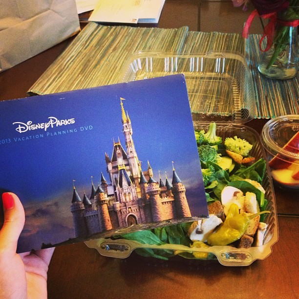 My Disney trip planner came in^.^ and my salad is delicious!!! #salad#timetoactuallydiet#disney#obsessed#nextsummer#beready