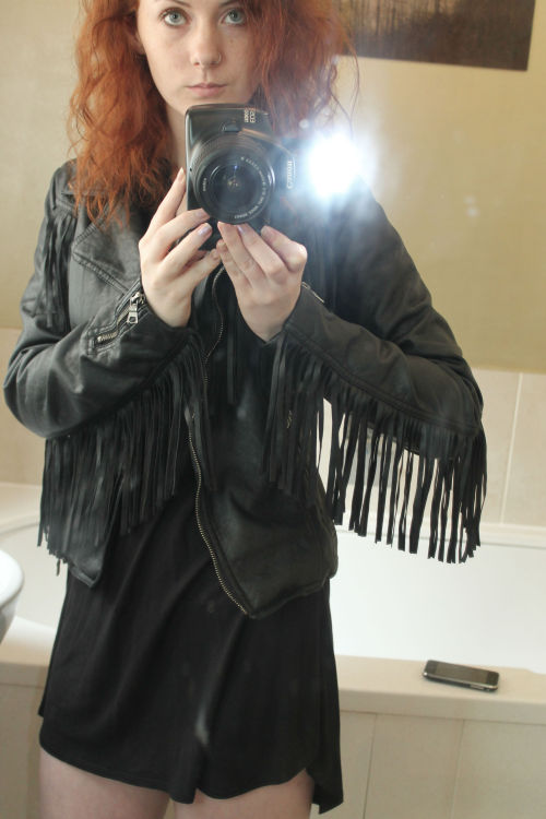 xxredrosesforthedevilswhorexx:  I feel like Dave Mustaine with this jacket and the curly hair Perfecta!!! Me quiero casar con ella *¬*
