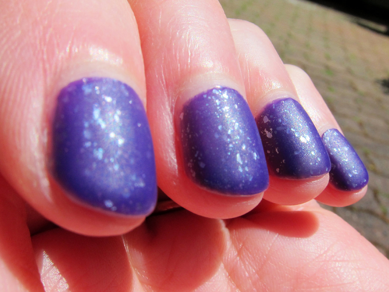 aida's closet: manicure - matte purple with silver flakies
