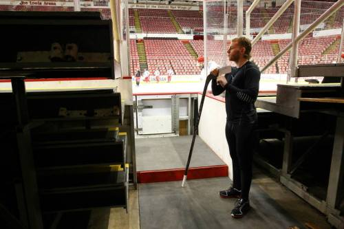 springhazzze:  HE.IS.SO.FUCKING.HOT Patrick Kane watches the wings before game 3.