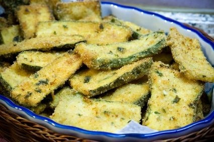 healthier-habits:  Baked parmesan zucchini, 50 calories for entire recipe! Recipe Link: recipes.sparkpeople.com Click here for more healthy recipes!