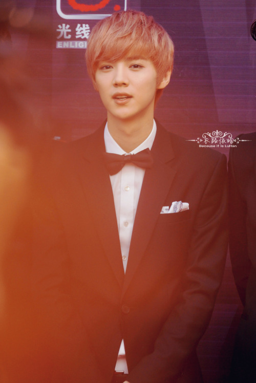 Luhan - 130414 13th Top Chinese Music Awards, red carpet Credit: 衣路依晗. (第13届音乐风云榜)