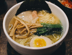 japanesefoodlover:  Yamadaya Premium Shio Ramen by Daremoshiranai on Flickr.