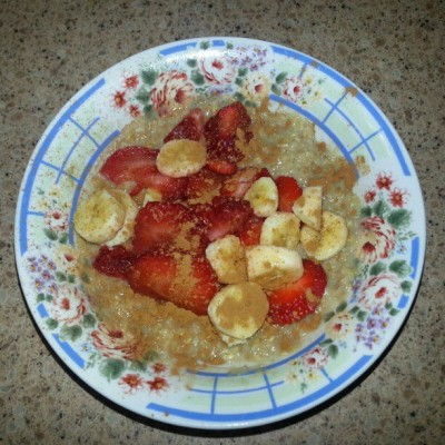 Today's #breakfast #honeybun #oatmeal with #almondmilk and #bananas and #strawberries