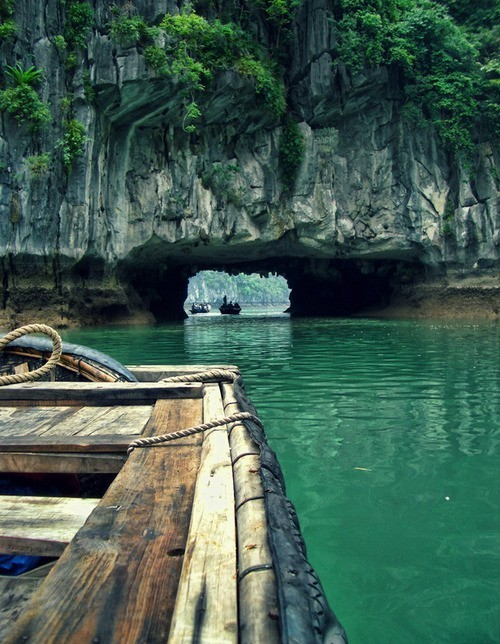 Rock tunnel, Phang-Nga Bay, Thailand. photo via mauricio