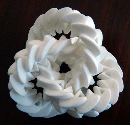 Triple Gear & Hilbert Curve: 3D-printed mathematical sculptures by Henry Segerman #math #3Dprinting #topology