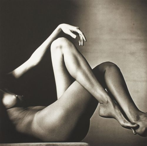 sing2mesweetly:   Leggy Nude   ~~photo by Irving Penn, New York, 1993 via: www.artic.edu