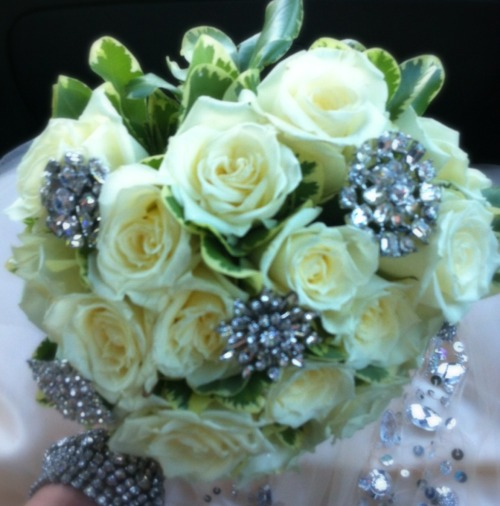 #prom #flowers #brooch #bouquet
