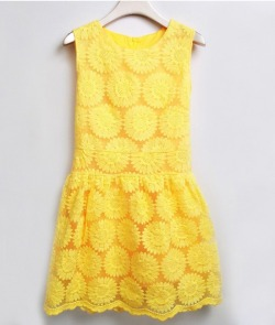 preppy-inpink:  leahcatherinelove:  dstroyed:  Yellow sunflower dress. Here!  omg please yes  in LOVE.