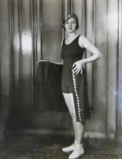 Corinne Griffith shows off the latest pool fashions!