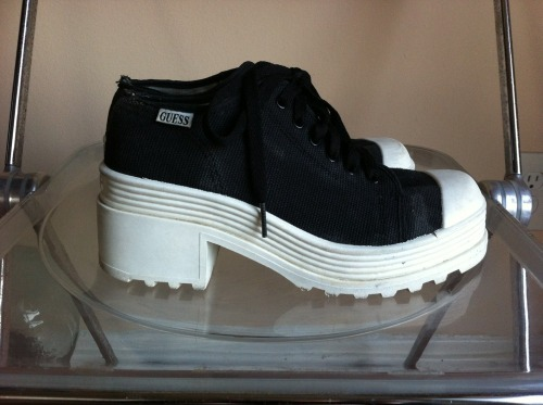 isyr:  ebaybae:  GUESS platform sneakers Click photo for Ebay  ow
