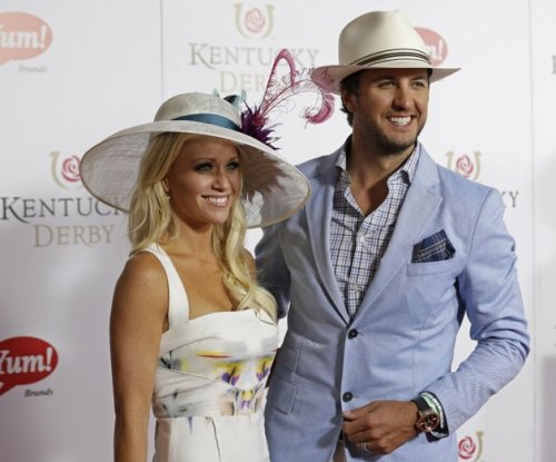 fakesororitygirl:  sweetasageorgiapeach:  prissy2003:  Luke Bryan and his wife Caroline.  I cannot emotionally handle Luke Bryan dressed like that.   Yes yes yes