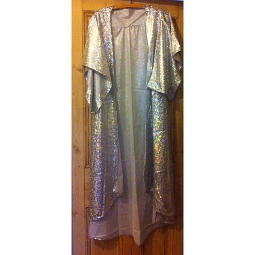 Holographic + Kimono= two of my fave things in one item of clothing 💗 From @9thwillow