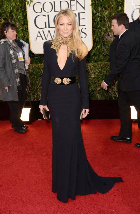 Kate Hudson steps out in a very fitting and sexy Alexander McQueen gown at the 2013 Golden Globes