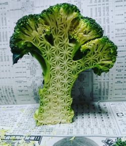 Intricately carved fruits and vegetables by GakuMore: http://www.spoon-tamago.com/2017/03/04/intricate-fruit-vegetable-carvings-by-japanese-artist-gaku/