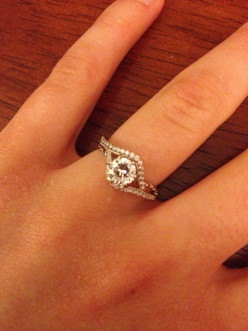 foiespoiramour:  my engagement ring :)  best parts about it: 1.) he picked it out and 2.) it was designed at the store so it is the only one ever made.  LOOOOOOOOOVE